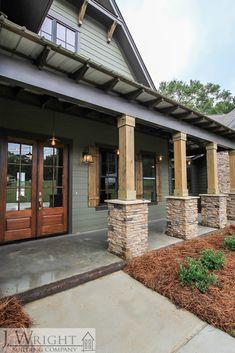 Friendly underwrote entrance porch design home