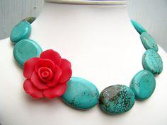 Hoi! Ik heb een geweldige listing gevonden op Etsy https://www.etsy.com/nl/listing/90733679/turquoise-statement-necklace-with-red