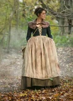 Caitriona Balfe as Claire Randall during the boar hunt at Castle Leoch | Outlander S1E4 'The Gathering' on Starz | Costume Designer TERRY DRESBACH
