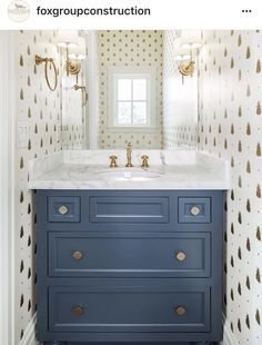 47 Affordable Small Powder Room Decor And Design Ideas. Gorgeous 47 Affordable Small Powder Room Decor And Design Ideas. What is the one room that outsiders and guests use most often? Of course it's the powder room. Powder Room Vanity, Powder Room Wallpaper, Powder Room Decor, Powder Room Design, Decor Room, Powder Room Lighting, Bad Inspiration, Bathroom Inspiration, Guest Bathrooms