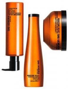 Moisture Velvet Shampoo, Conditoner and Treatment rebalances the moisture of dry hair and creates a velvety hair texture and supple touch from roots to end. Holiday Hairstyles, Dry Hair, Shampoo And Conditioner, Textured Hair, Moisturizer, Hair Care, Hair Beauty, Velvet, Hair Products