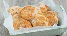 Einfaches Rezept für pikante Blätterteig-Schnecken mit Käse, die als vegetarische Blätterteigschnecken oder mit Schinken bzw Lachs schmecken.