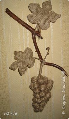 This Pin was discovered by San Twine Crafts, Rustic Crafts, Fall Crafts, Diy And Crafts, Arts And Crafts, Weaving Projects, Diy Craft Projects, Jute Flowers, Diy Y Manualidades