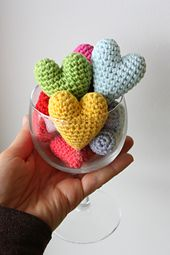 I´ve created a lovely little heart design, easy and quick to make. They can be individual gifts, accessories or decorations for gift bags. You name it, enjoy!
