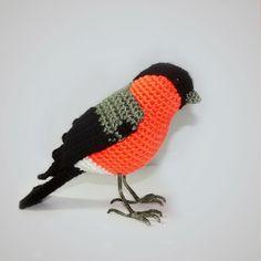 снегирь крючком мастер-класс Crochet Bird Patterns, Crochet Birds, Crochet Amigurumi Free Patterns, Cute Crochet, Crochet Animal Amigurumi, Crochet Animals, Crochet Toys, Crochet Robin, Little Doll