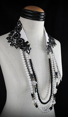 SMOKING AND PEARLS What is more dramatic than black lace on white? Try adding strands of pearls, crystal beads and chains. Instant drama … the right kind. A repurposed cotton necklace never thought he would meet black lace, but that's what Gold Choker Necklace, Diy Necklace, Collar Necklace, Teardrop Necklace, Fabric Necklace, Fabric Jewelry, Tissu Neoprene, Diy Fashion, Fashion Jewelry