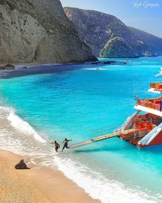 Greece Destinations, Amazing Destinations, Beautiful Places In The World, Beautiful Beaches, Greece Islands, Summer Vibes, Mother Nature, Tourism, Surfing