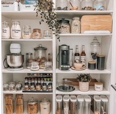 Kitchen Inspirations, Home Decor Kitchen, Kitchen Remodel, Kitchen Decor, House Organisation, House Interior, Home Kitchens, Kitchen Pantry Design, Kitchen Organisation