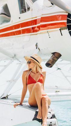 Tips for taking an amazing bikini picture (bikini picture ideas and bikini poses to do!)