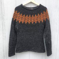 *ISBLOMST* sweater. Design: Hanne Rimmen Ny Nordisk mønster, 2018 On Ravelry Knitting Sweaters, Hand Knitted Sweaters, Knitting Stitches, Knitting Designs, Hand Knitting, Knitting Patterns, Fair Isle Knitting, Sweater Design, Pulls