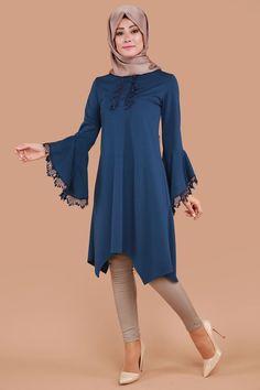 Love this tunic Islamic Fashion, Muslim Fashion, Modest Fashion, Fashion Dresses, Dress Brokat Muslim, Modest Dresses, Casual Dresses, Abaya Mode, Hijab Stile