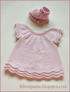 "Cómo se hace- vestido de punto para bebé ""Another non english baby dress."", ""robe rose This pattern is in Spanish! Does someone want to translate it? Baby Knitting Patterns, Knitting For Kids, Crochet For Kids, Baby Patterns, Crochet Baby, Knitting Ideas, Knit Baby Dress, Knitted Baby Clothes, Baby Knits"