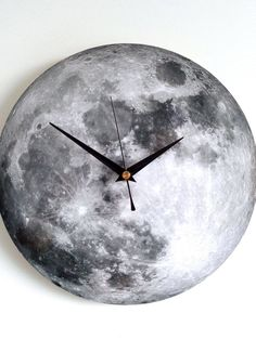 Moon lovers: here's the clock for you.