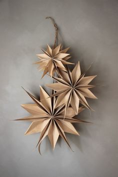 Christmas Makes, Simple Christmas, Christmas Tree Ornaments, Christmas Time, Christmas Decorations, Paper Stars, Paper Decorations, Christmas Inspiration, Holiday Crafts
