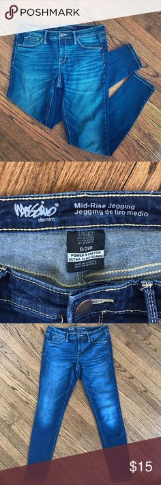 Mid-Rise Denim Jegging-Dark w/Fade Denim jegging by Mossimo is size 8/29R. They are a dark wash with fading in all the right areas. Has lots of stretch to it (power stretch), real belt loops and zipper/button closure. Worn only a few times, in like new condition. Mossimo denim Jeans Skinny