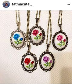 Mini Cross Stitch, Cross Stitch Cards, Cross Stitch Freebies, Cross Stitch Alphabet, Cross Stitch Flowers, Cross Stitching, Cross Stitch Patterns, Seed Bead Art, Floral Necklace