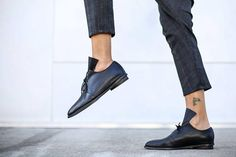 Modern tie shoes in a minimalistic design. These winter flats are made of soft black leather which is folded for a versatile chic look. These unique oxford shoes will look great with any outfit. Wonderful black winter shoes for running around the city, day to night. ◀▶ Ankle Height (6.5 cm /