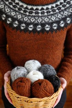 For information in English, go to kammebornia.se Such lovely autumnal colours! Knitting Terms, Fair Isle Knitting, Knitting Charts, Free Knitting, Baby Knitting, Knitting Patterns, Crochet Patterns, Knitting Designs, Knitting Projects
