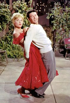 Judy Holliday & Doria Avila - Bells Are Ringing Hollywood Actor, Golden Age Of Hollywood, Classic Hollywood, Old Hollywood, Judy Holliday, Fashion Models, Film Fashion, Colorized Photos, Pin Up Models