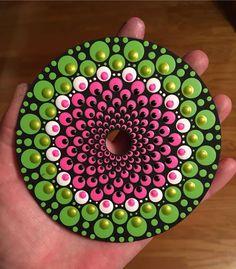 pink and green painted dot mandala Mandala Painted Rocks, Mandala Rocks, Hand Painted Rocks, Dot Art Painting, Pebble Painting, Stone Painting, Mandalas Painting, Mandalas Drawing, Mandala Canvas