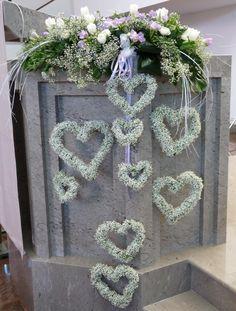 Pin by Bowman Lyn on Memorable Wedding Ideas in 2019 Church Wedding Decorations, Wedding Entrance, Wedding Wreaths, Ceremony Decorations, Flower Decorations, Wedding Table Flowers, Floral Wedding, Wedding Bouquets, Church Flowers