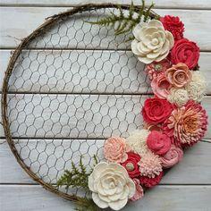Modern Farmhouse Handmade Wreath - Oh! Sola Wood Flowers, Felt Flowers, Paper Flowers, Kids Crafts, Diy And Crafts, Corona Floral, Diy Wreath, Wreath Ideas, Door Wreaths