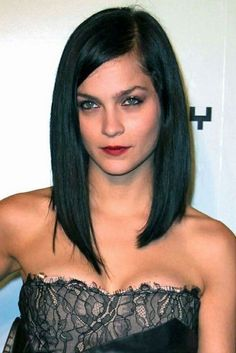 Long bob haircuts are also now trendy. People who fear cutting their hair too short can surely opt for these long bob haircuts. Long Bob Haircuts, Long Bob Hairstyles, Pretty Hairstyles, Celebrity Hairstyles, 2018 Haircuts, Hairstyles 2018, Popular Hairstyles, Long Bobs, Medium Hair Styles