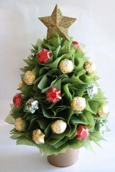 28 ideas fruit bouquet diy christmas trees for 2019 Chocolate Navidad, Chocolate Tree, Christmas Chocolate, Chocolate Bouquet Diy, Cute Christmas Decorations, Christmas Favors, Christmas Diy, Fruit Christmas Tree, Christmas Tree Ornaments