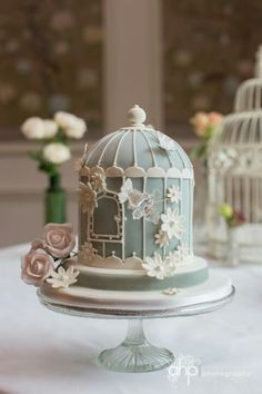 This pretty blue and white cake looks like a very delicate, vintage birdcage. So sweet!
