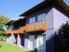 Bom apartamento em um condomínio cercado pela natureza, com instalações de lazer, apenas a uma curta distância a pé da praia, que dão acesso às melhores praias de Itacimirim, Bahia, Brasil.