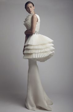 Sculptural Fashion - white haute couture dress with tiered pleats // Ashi Studio 3d Fashion, Fashion Details, Couture Fashion, Editorial Fashion, High Fashion, Fashion Show, Womens Fashion, Fashion Design, Fashion Spring
