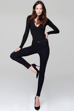 Seamless Side Yoga Legging Fabric technology powered by ISKO™ Dark, sultry, and undeniably sexy. Fashion Poses, Girl Fashion, Womens Fashion, Model Polaroids, Model Poses Photography, Pinup Girl Clothing, Fashion Forever, Sexy Jeans, Twiggy