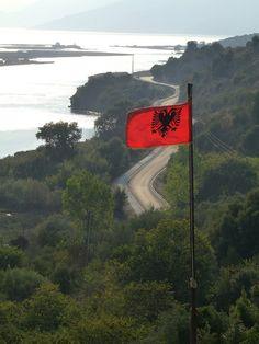 Butrint- Albanian Flag at the Museum by Peter Ashton aka peamasher, via Flickr