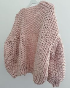 Don't Worry I've Always Got You're Back 😀 Every Angle Of My Pieces Are Considered & The Back Is Just As Lovely As The Front 🙌🏻 Honey Blossom Cardigan In Candyfloss Pink ✨✨✨ Knitting Terms, Loom Knitting, Knitting Stitches, Hand Knitting, Crochet Clothes, Diy Clothes, Woolen Craft, Knitting Patterns, Crochet Patterns