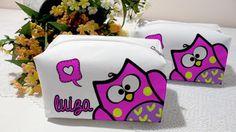 Necessaires personalizadas com tema corujas, para lembranças de aniversário infantil.