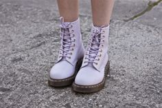 PASTEL DOC MARTENS. YES.