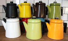 Vintage Finnish enamel collection Wärtsilä and Finel Noorakoo Vintage Kitchenware, Scandinavian Design, Retro, Mid-century Modern, Tea Pots, Tablewares, Enamel Ware, Colours, Kettles