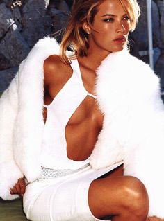 """Glam Slam"" Vogue US September 1999 Carolyn Murphy by Mario Testino Mario Testino, Fur Fashion, White Fashion, Fashion Models, 1999 Fashion, Gucci Fashion, Dope Fashion, Carolyn Murphy, Glamorous Chic Life"