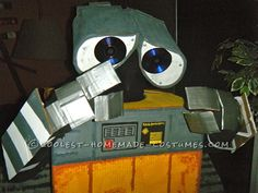 Coolest Homemade Wall-E and Eve Couple Costumes