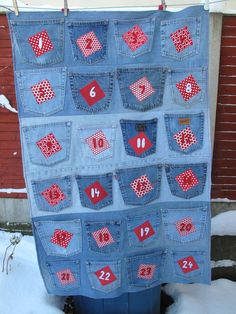 Christmas Advent Calendar using old jean pockets ~ in denim. Noel Christmas, Christmas Is Coming, Christmas Countdown, Christmas Projects, Christmas Stockings, Birthday Countdown, Christmas Calendar, Christmas Tables, Nordic Christmas