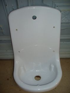 Vintage High Back Porcelain Utility Bathroom Garden Sink