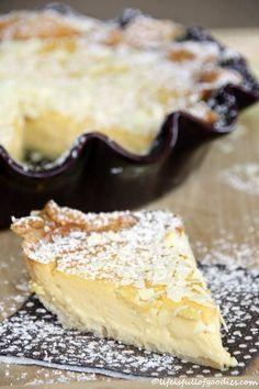 """Weiße Schokoladentarte Für den Mürbeteig: 《 170 g Weizenmehl《 115 g weiche Butter《 40 g Puderzucker《 1/2 Päckchen Vanillezucker《 1 Prise Salz《 1 Ei 《 Für die Füllung: 《 500 g Crème fraîche《 300 g weiße Kuvertüre (aber die """"gute""""!!!)《 4 Eigelb"""