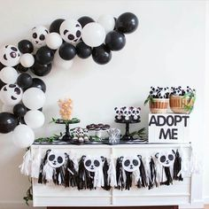 It's PANDA-monium over here today. I LOVED styling this Panda Party with All the cute details (including my balloon garland tutorial) are live today, link in my bio! Panda Themed Party, Panda Birthday Party, Bear Party, 2nd Birthday Parties, Baby Birthday, Birthday Party Decorations, Panda Party Favors, Bolo Panda, Panda Decorations