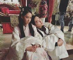 SNSD YoonA bids goodbye to her 'The King Loves' family Korean Drama 2017, Korean Drama Stars, Yoona Drama, Im Siwan, Hong Jong Hyun, Korean Shows, Kim Sang, Yoona Snsd