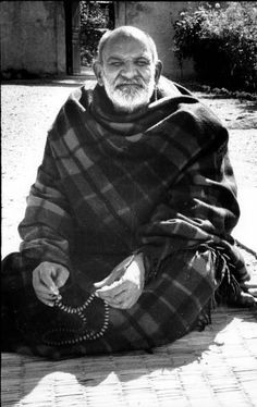 Pictures of Sri Neem Karoli Baba Indian Saints, Saints Of India, Jai Gurudev, Neem Karoli Baba, Teacher Photo, Nainital, Spiritual Teachers, Indian Gods, Spirituality