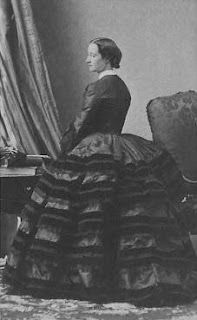 1860 Empress Eugenie is a Spanish countress who was much younger than Napolean III. She was timid to adopt new fashions and had to be pushed by Charles Worth. She thought of fashion as a job that must be done efficiently. Victorian Era, Victorian Fashion, Vintage Fashion, Victorian Dresses, Antique Clothing, Historical Clothing, Historical Costume, Women's Clothing, Antique Photos