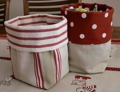 Ikea fabrics Today I have prepared a tutorial to make some very cool fabric bags. These bags are very easy to make, n … Fabric Crafts, Sewing Crafts, Sewing Tutorials, Sewing Patterns, Tutorial Sewing, Sacs Tote Bags, Fabric Boxes, Fabric Basket, Bag Storage