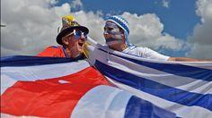 HINCHAS. En los alrededores del estadio Castelao en Fortaleza, en la previa del partido entre Uruguay y Costa Rica durante el la Copa Mundial de la FIFA 2014. (AFP)