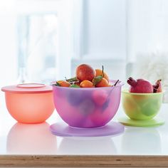 Prep, serve and store in our chic Expressions Bowl Set! Each bowl's decorative rim provides a comfortable grip for easy pouring. (Bonus: the entire set can nest for compact storage!)