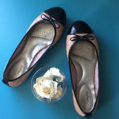 Dexflex Flats with Bow  Quilted Upper. Cute Top Bow. So Comfortable! Good Condition. Original Box. True to Size. Dexflex Shoes Flats & Loafers